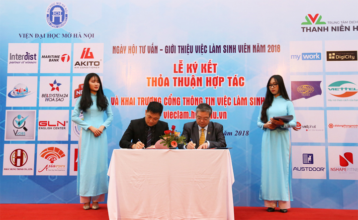 Viện trưởng Trương Tiến Tùng trả lời phỏng vấn Báo Nhân Dân về việc tìm kiếm và tự tạo việc làm của sinh viên Viện Đại học Mở Hà Nội