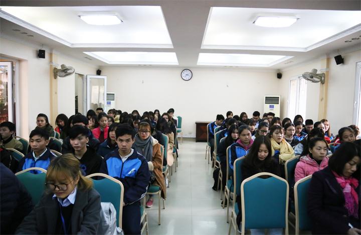 Gần 100 triệu đồng được trao cho sinh viên có hoàn cảnh khó khăn trong Chương trình Tết yêu thương - Xuân Mậu Tuất 2018